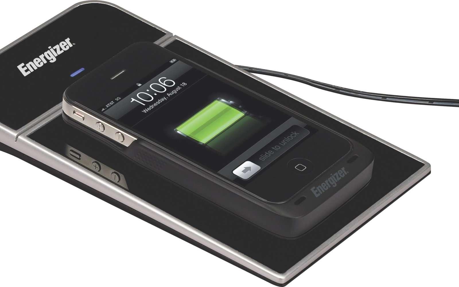 Le chargeur à induction d'Energizer, à la norme Qi. Oubliez les connecteurs et posez le mobile dessus, c'est tout. © Energizer