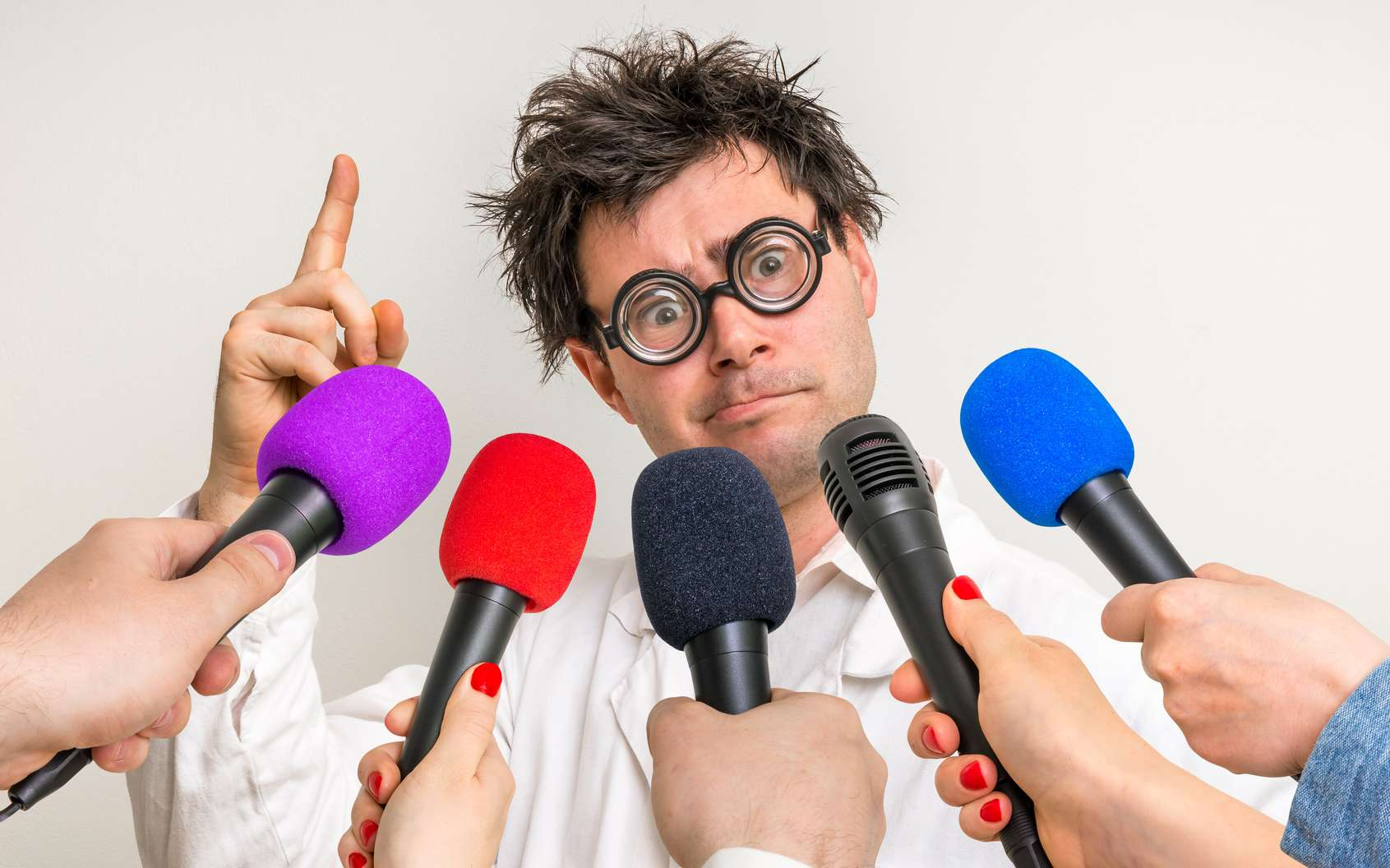 Un scientifique interviewé par des journalistes. © adriano_cz, Fotolia
