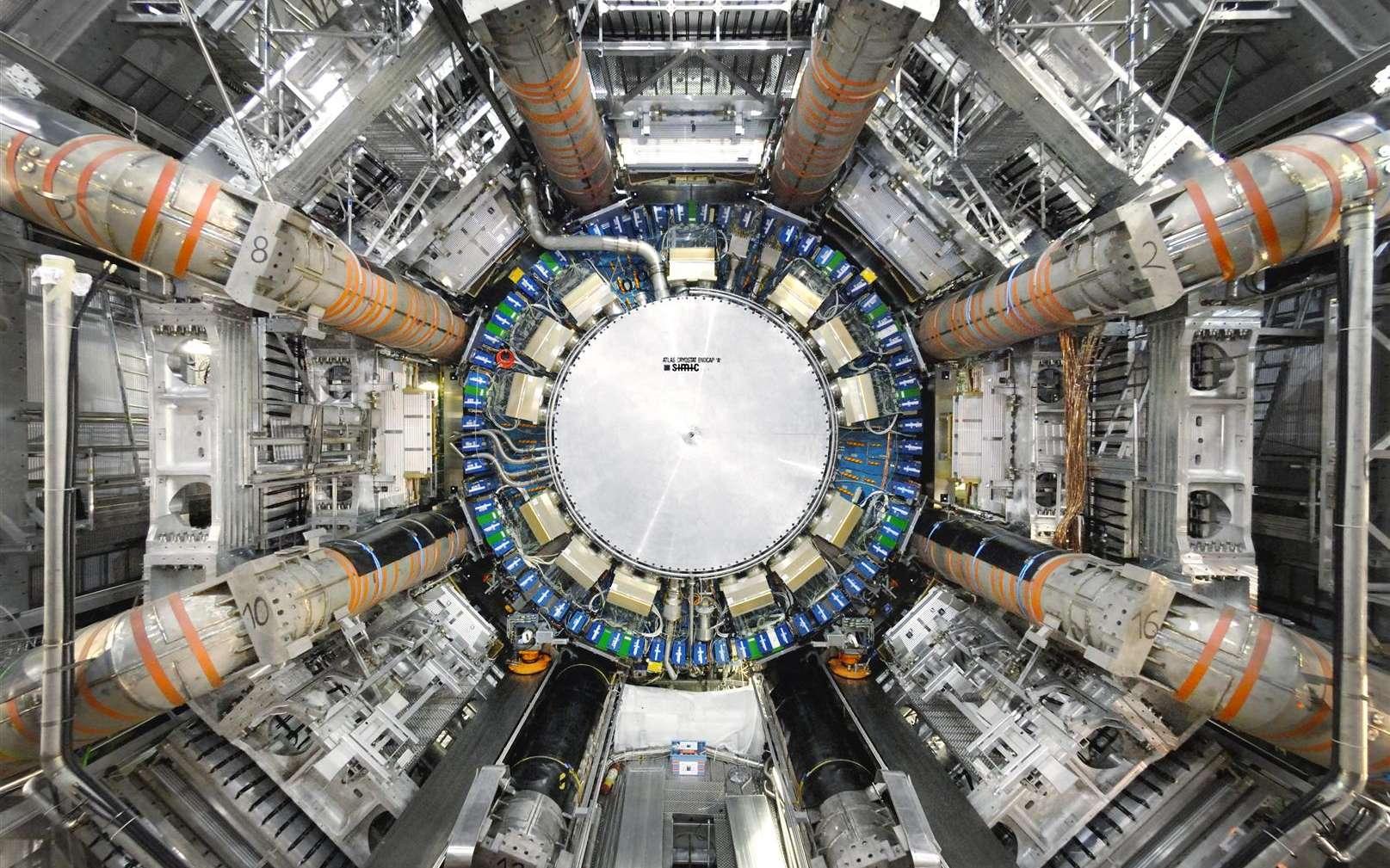 La masse du boson W vient d'être mesurée avec une précision record, ce qui pourrait nous aider à découvrir une nouvelle physique. Ici, Atlas l'un des deux détecteurs polyvalents du Grand collisionneur de hadrons (LHC). © LHC