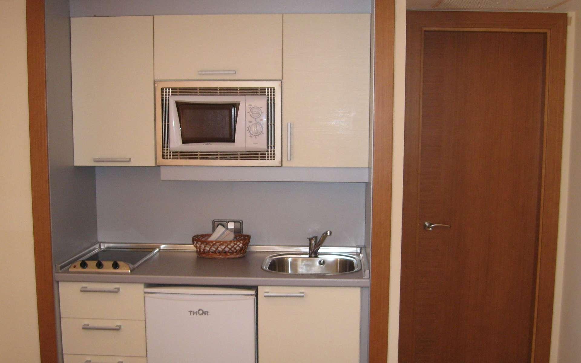 Une kitchenette est une petite cuisine aménagée dans un espace limité. © Batle Group, CC BY-SA 2.0, Flickr