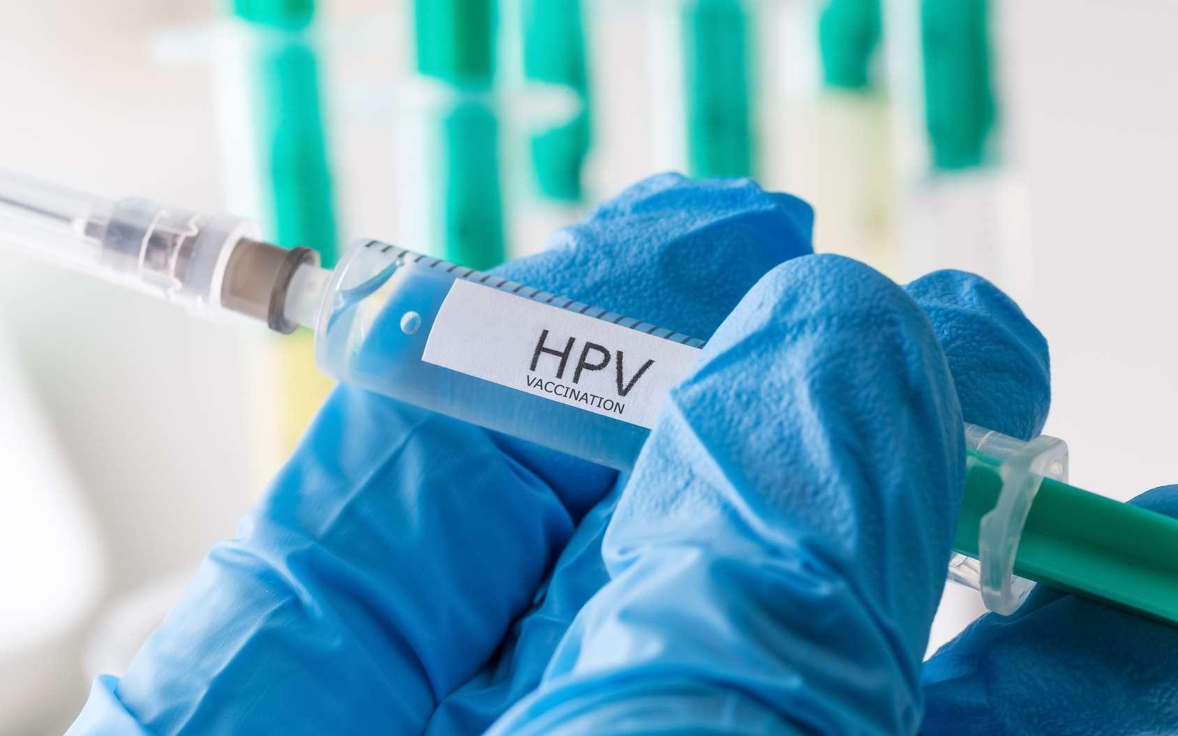 Un vaccin anti-HPV est proposé aux adolescentes, afin de limiter les infections par les papillomavirus associés au cancer du col de l'utérus. © Tobias Arhelger, Fotolia