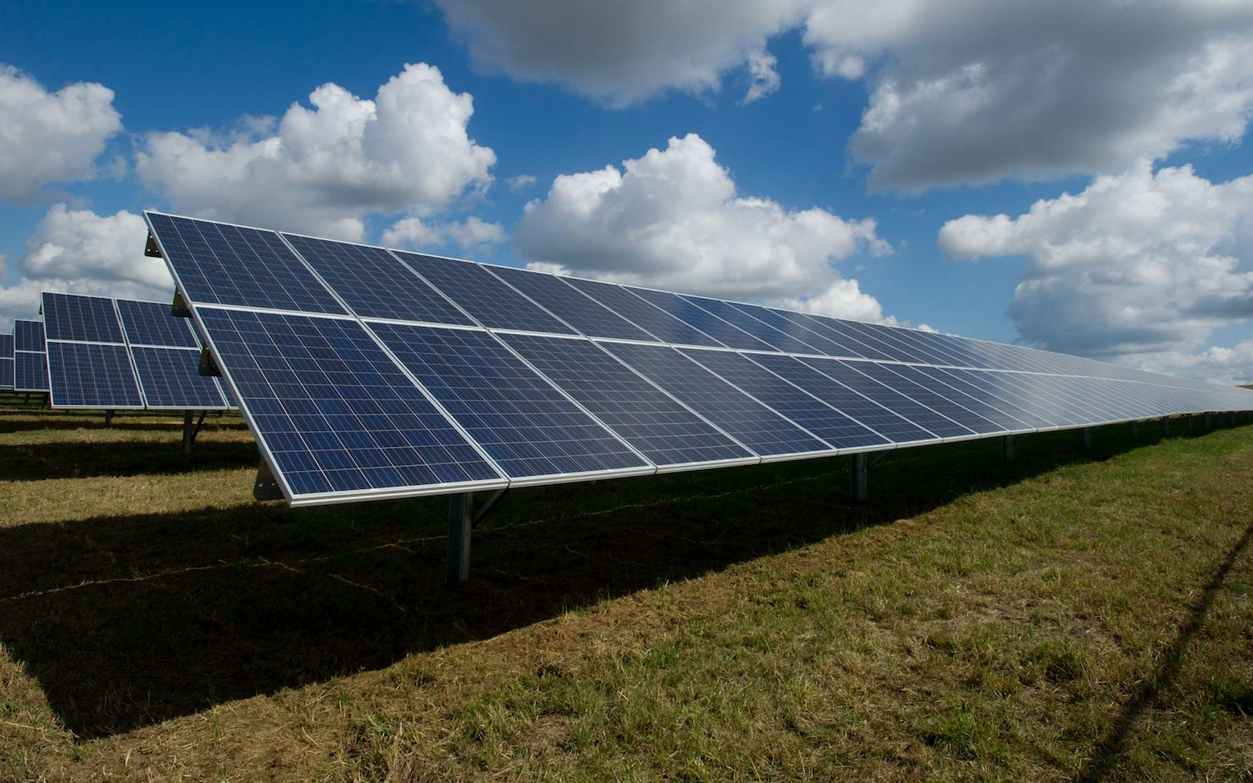 Les chercheurs ont toujours de nouvelles idées pour améliorer l'efficacité des panneaux solaires photovoltaïques. Cette fois, ils imaginent recourir à des nanoparticules recouvertes de colorants organiques. © American Public Power Association, Unsplash