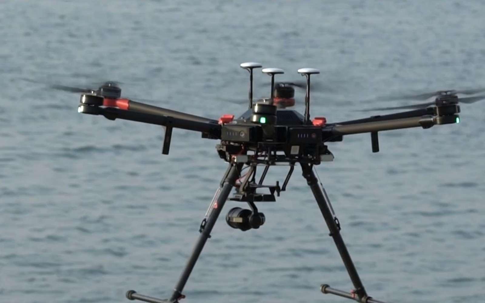 Pesant 10 kg, le drone Matrice 600 de DJI se destine aux professionnels. Il coûte près de 5.700 euros et est capable de transporter au maximum 6 kg de charge. Son autonomie est alors réduite à 16 minutes. © DJI