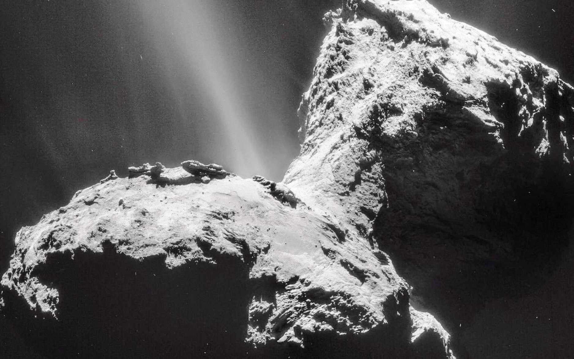 Le noyau de la comète 67P/Churyumov-Gerasimenko photographiée par la sonde Rosetta. © ESA