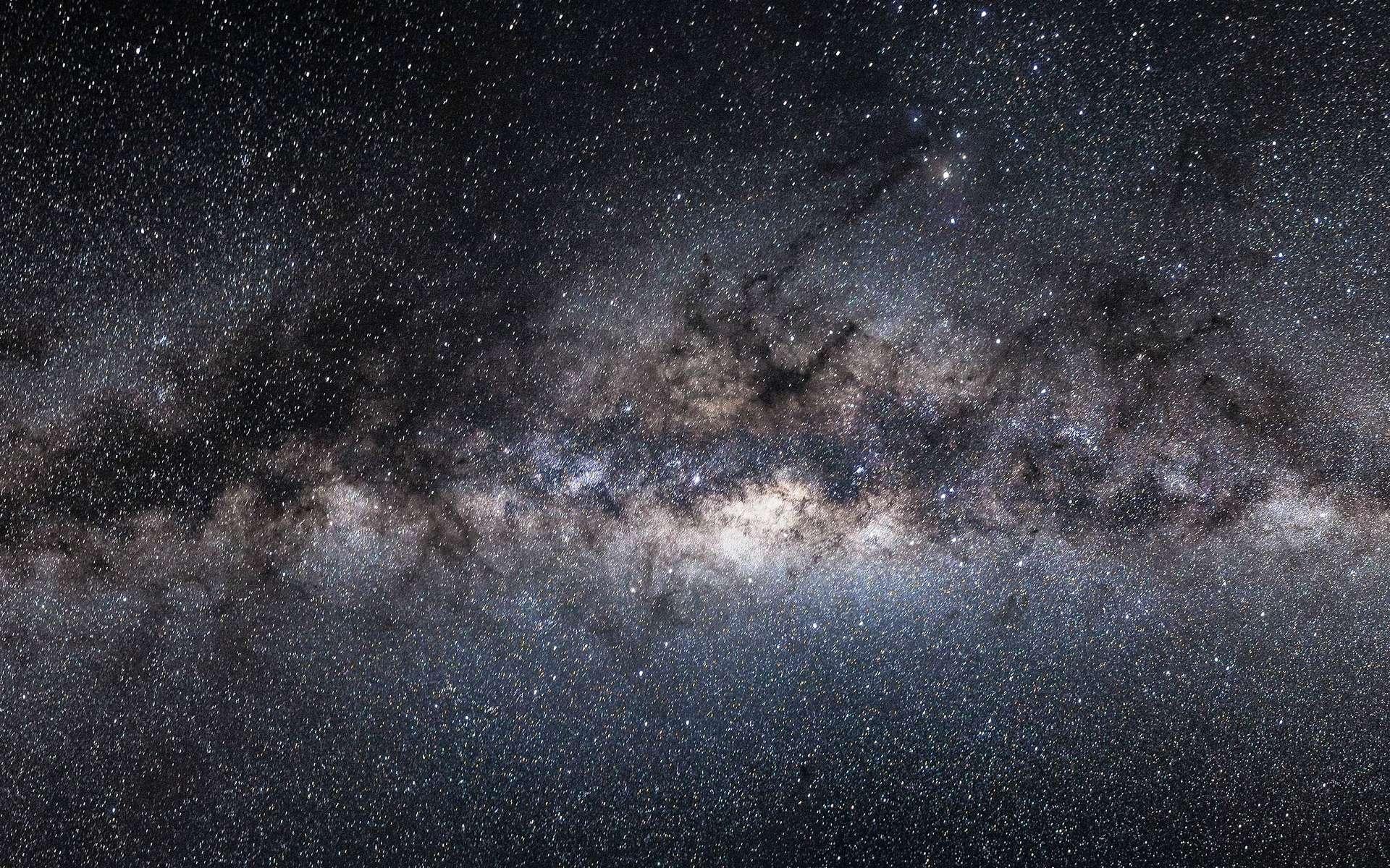 Une vue du bulbe galactique au centre de la Voie lactée. Il abrite de très vieilles étoiles, âgées de plus de dix milliards d'années. Cette photographie a été prise de l'Observatoire du Paranal, dans le désert d'Atacama, au Chili. © John Colosimo, Eso