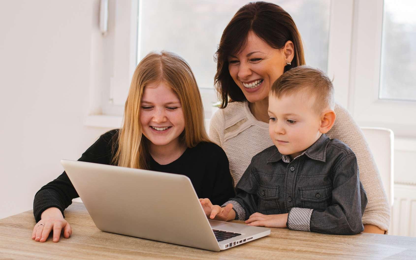 Encadrer et sécuriser l'accès des enfants à YouTube est une nécessité absolue. © Bnenin, Fotolia