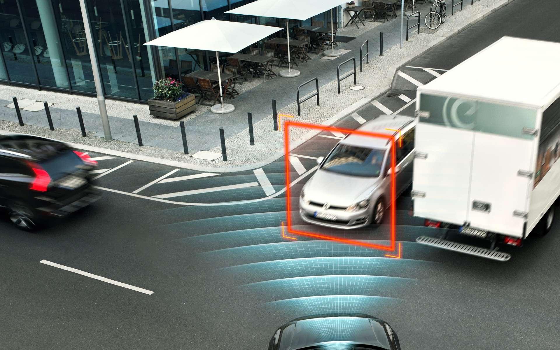 Le prochain SUV haut de gamme Volvo XC90, bardé de radars, saura paraît-il freiner de lui-même dans certains cas et serrera les ceintures avant que la voiture ne quitte définitivement la route. © Volvo