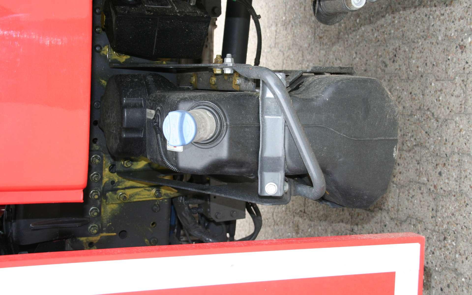 Fonctionnement de l'AdBlue : un réservoir de camion fait pour contenir de l'AdBlue. © Spritzenhaus, cc by nc sa 2.0