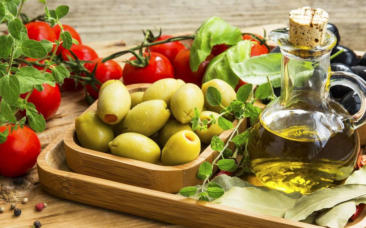 L'huile d'olive occupe une place importante dans le régime méditerranéen. © marrakeshh, Fotolia