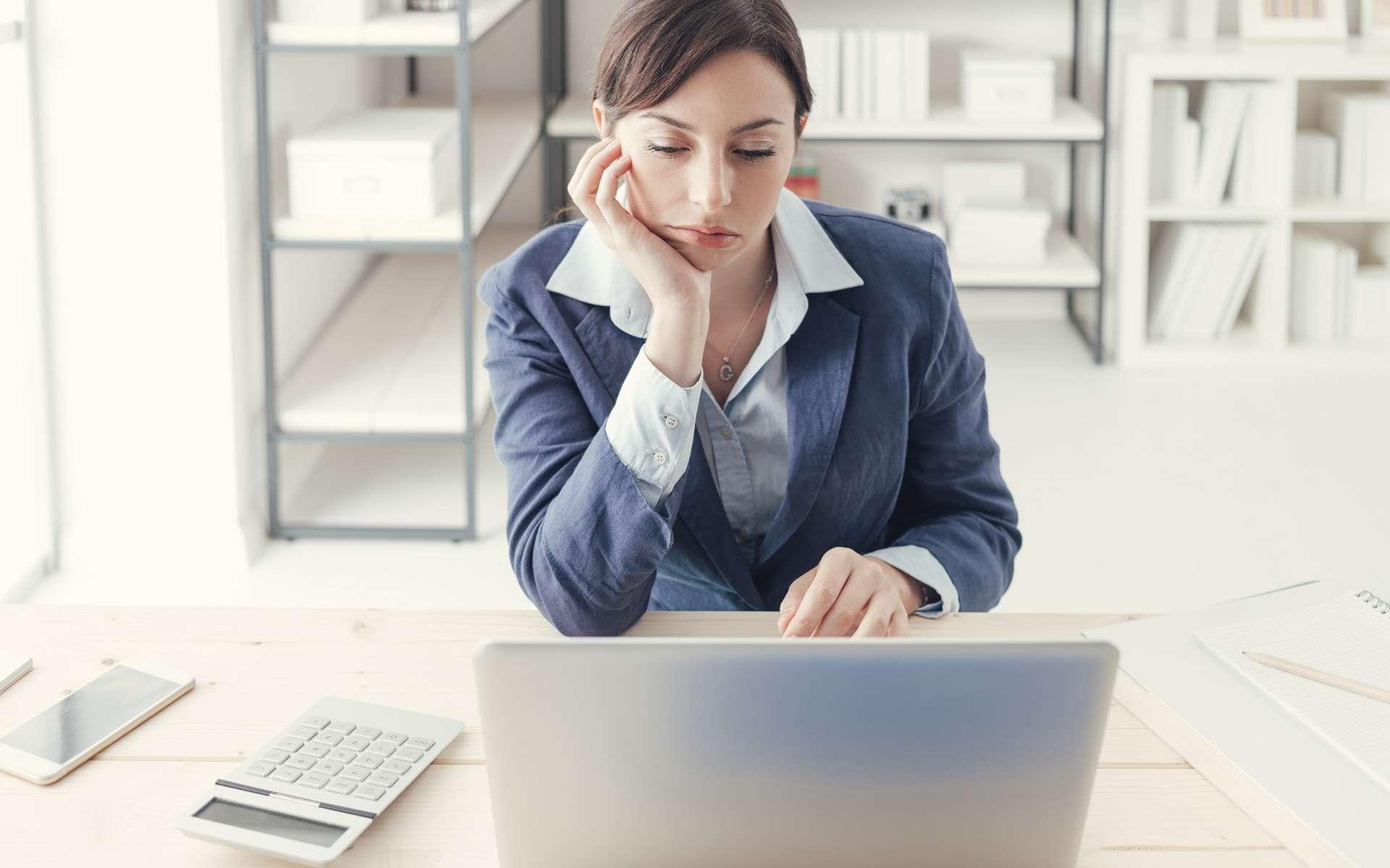 Le bore-out concerne des salariés qui s'ennuient dans leur emploi par manque d'activité. © Stokkete, Shutterstock