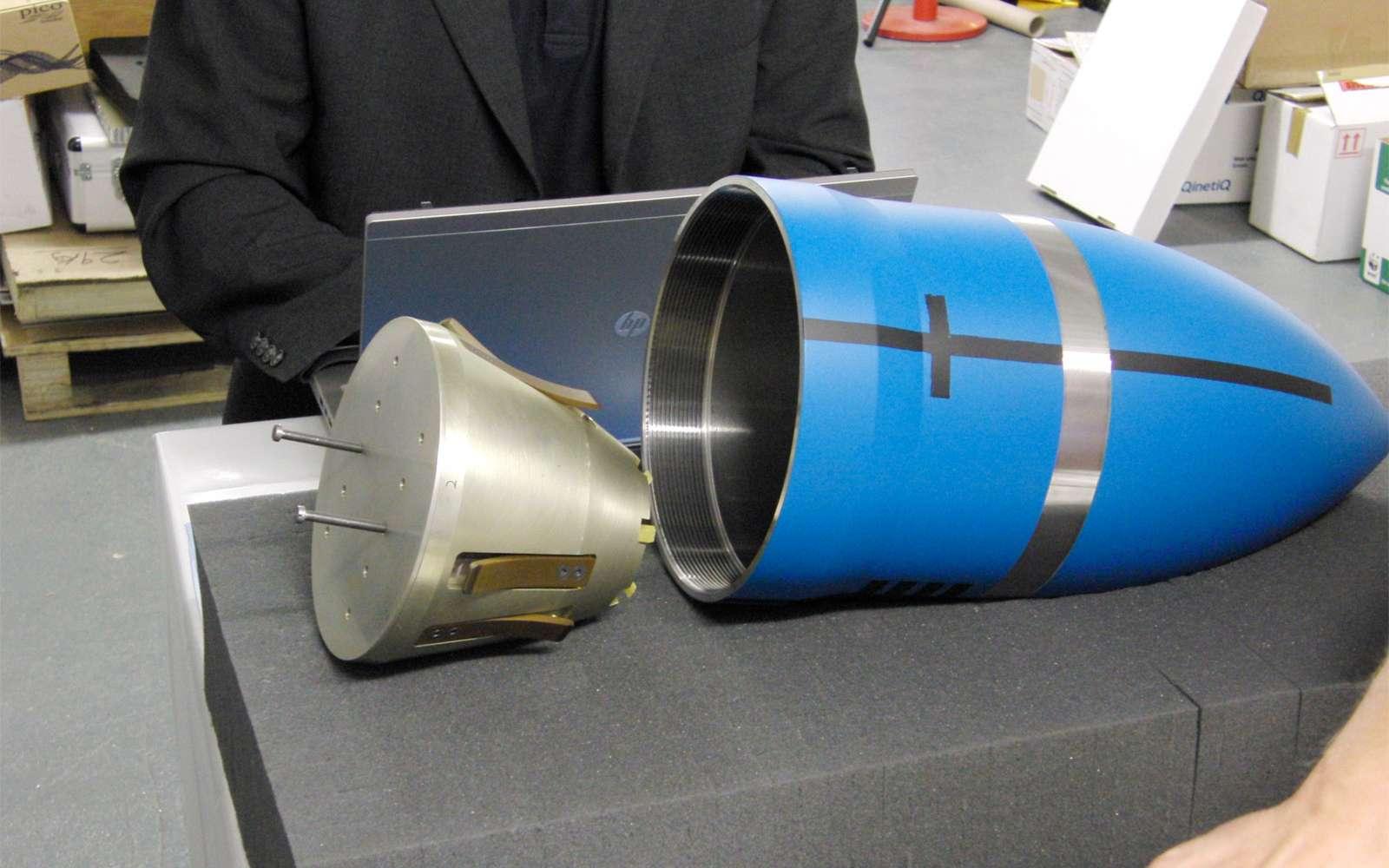 Prototype de pénétrateur en développement chez Astrium. L'appareil devrait être capable de creuser à trois mètres sous la glace d'Europe, un satellite de Jupiter. © Astrium