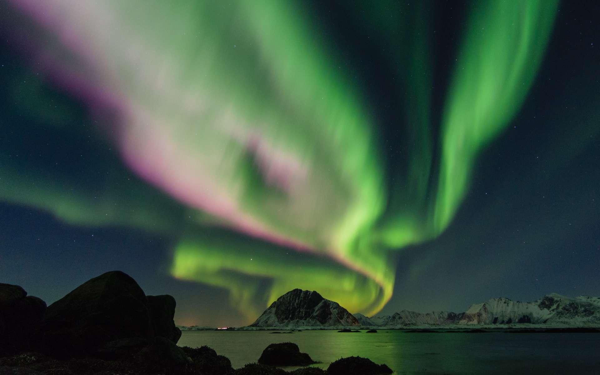 Observation des aurores boréales. © Johannes Groll, Unsplash