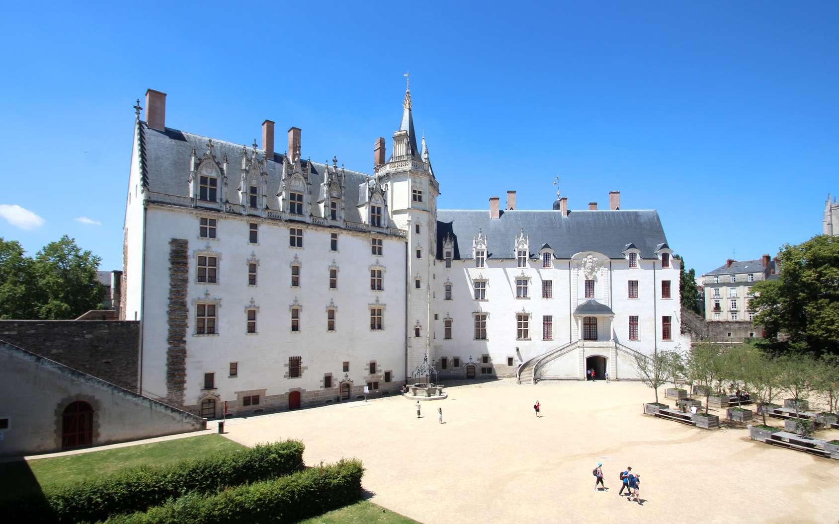 Une des entrées du château des Ducs de Bretagne à Nantes © Brad Pict, fotolia