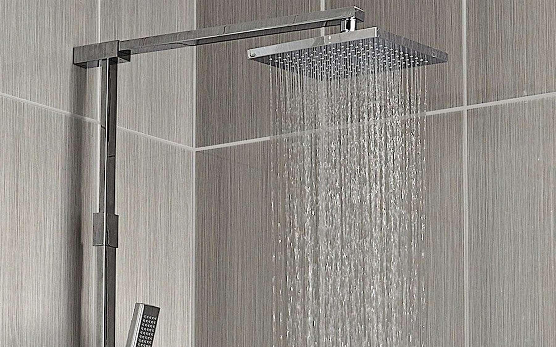 Il existe une grande diversité de colonnes de douche mais le principe d'installation diffère peu. © Valentin