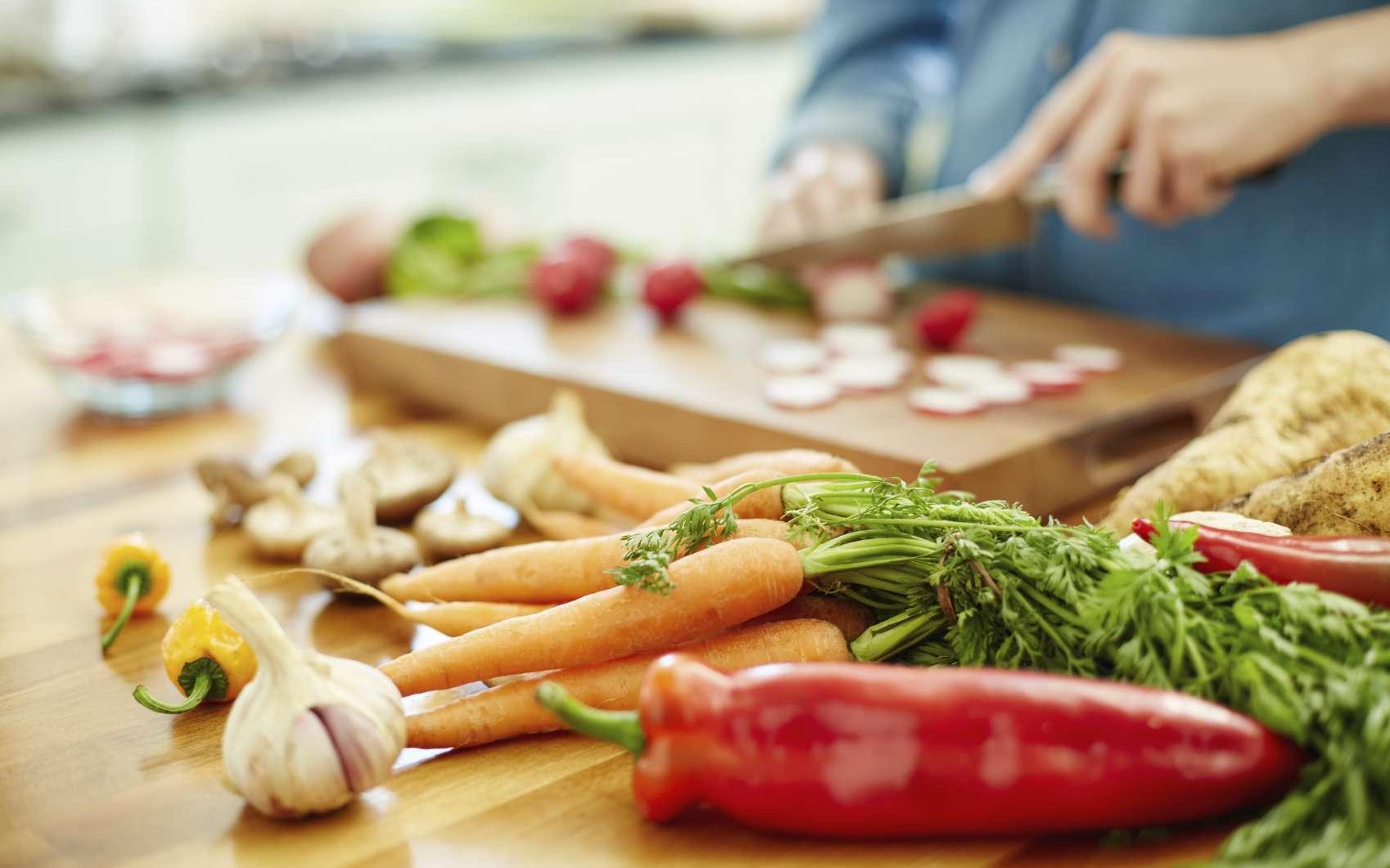 Il faut éviter de s'ennuyer pour ne pas voir survenir l'envie de manger. © NeustockImages, Istock.com