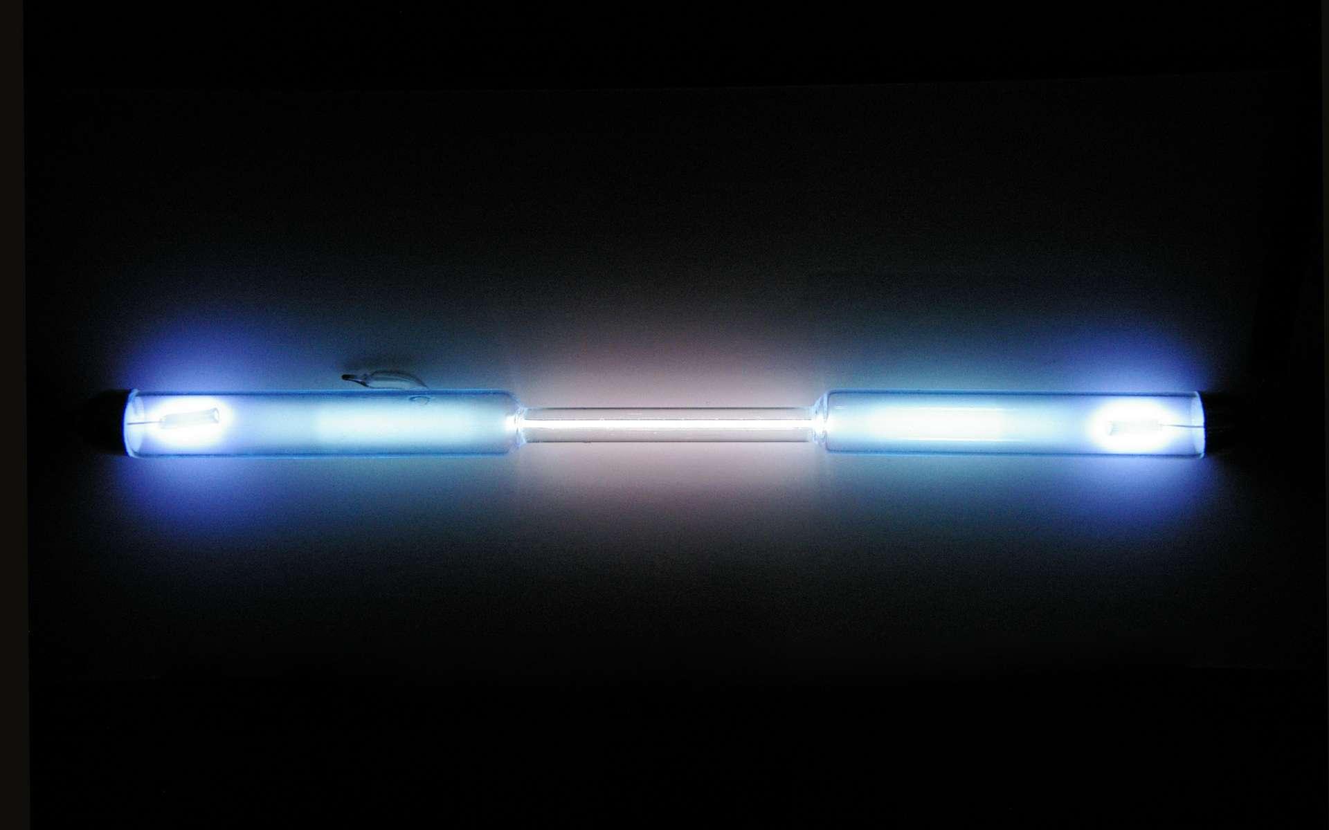 Le krypton est un gaz totalement incolore à température ambiante. Il est utilisé dans certaines lampes. © Alchemist-hp, Wikimedia Commons, CC by-nc-nd 3.0