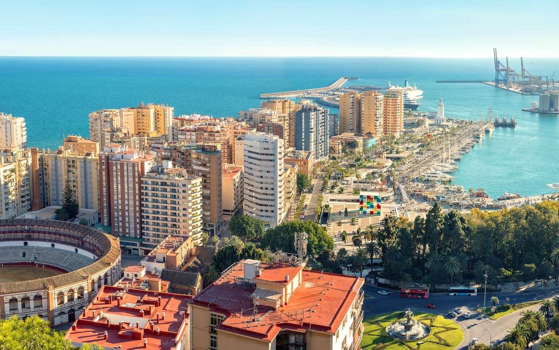 Dans la province de Malaga, en Espagne, plus des trois quarts du littoral est bétonné. © Valery Bareta, Fotolia