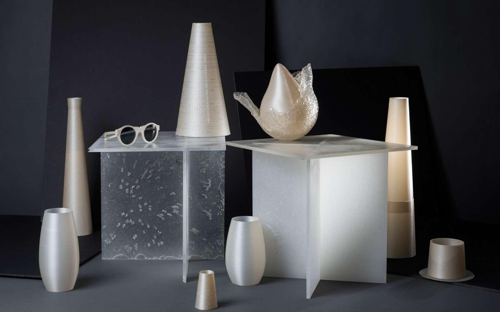 Quelques exemples d'objets fabriqués avec le bioplastique Nuatan. © Adam Šakový