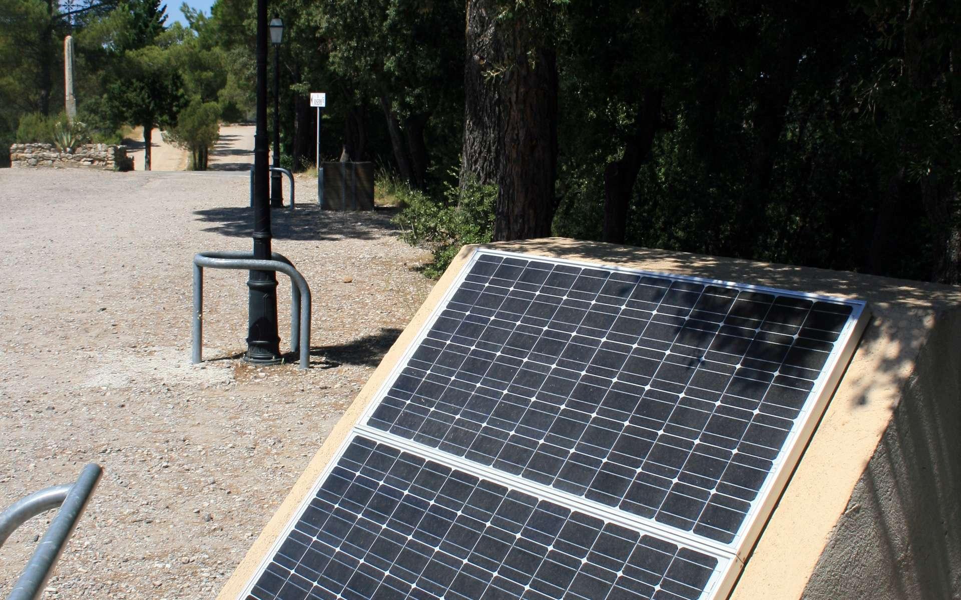 Un aérateur solaire est un dispositif écologique basé sur l'énergie solaire. © Jean-Louis Zimmermann, Flickr, CC BY 2.0
