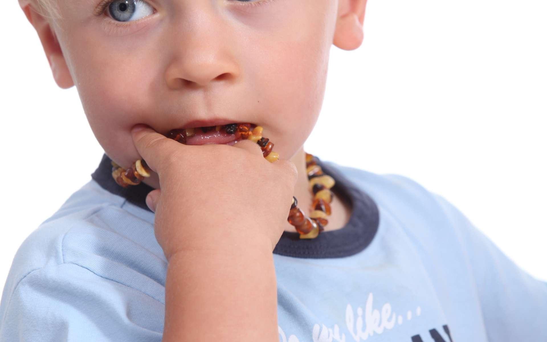 Les bacs à sable sont parfois responsables de la toxocarose chez les enfants, qui peuvent y ingérer du sable souillé. © Phovoir