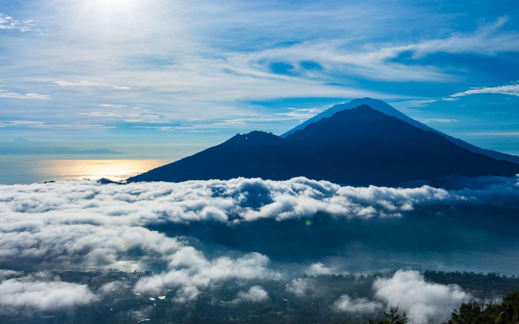À Bali, le risque d'une éruption majeure demeure. Ici, le volcan Agung quand il était encore calme. © umike_foto, Fotolia