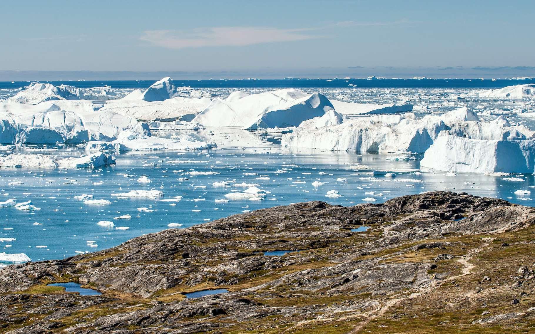 Jakobshavn, Kangerlussuaq et Helheim, ce sont les noms des trois plus grands glaciers du Groenland. Selon des chercheurs de l'université technique du Danemark, ils fondent beaucoup plus vite que les modèles le prévoient. © Uryadnikov Sergey, Adobe Stock