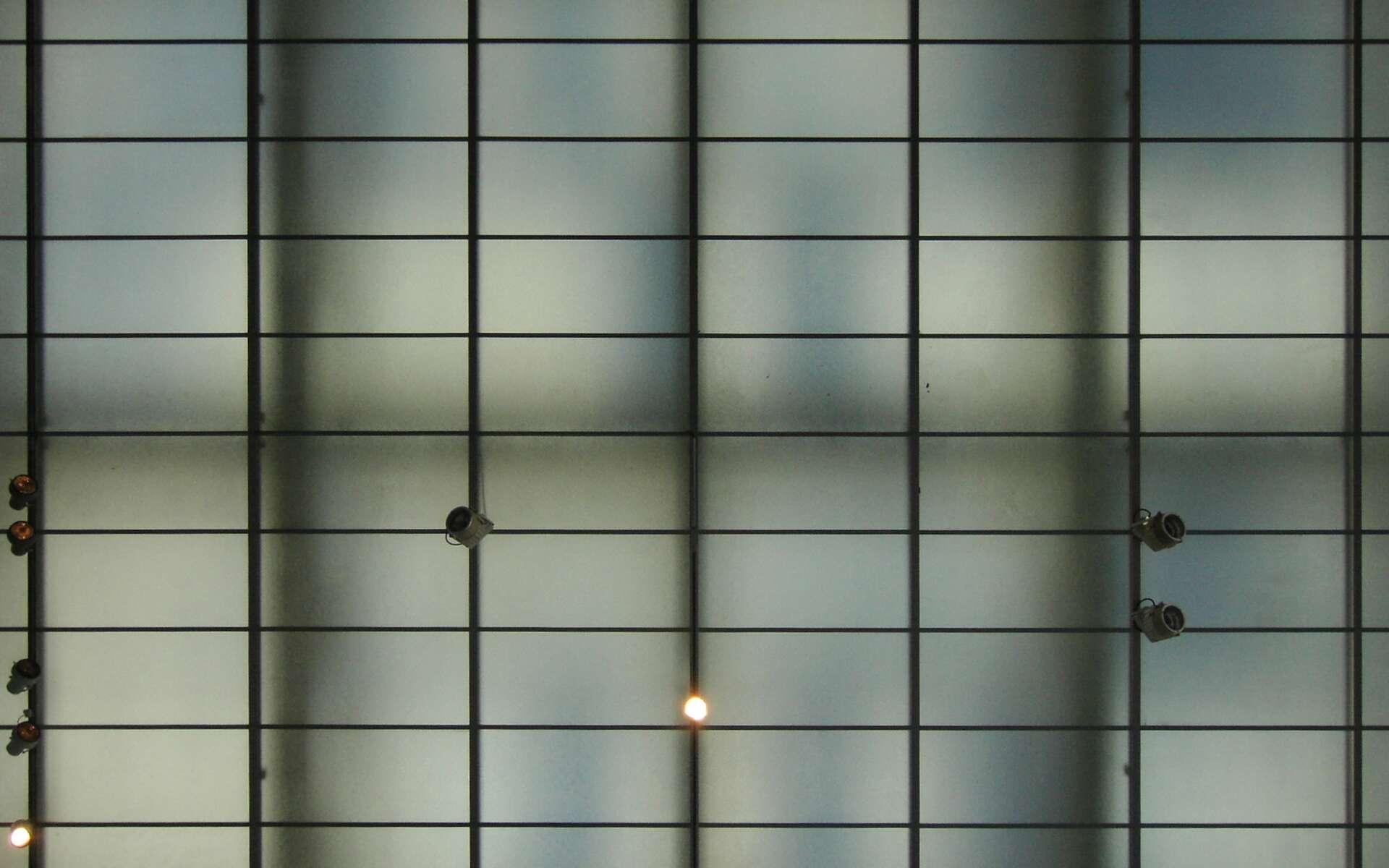 Le verre dépoli est un matériau translucide : il diffuse une partie de la lumière. © hobvias sudoneighm, Flickr