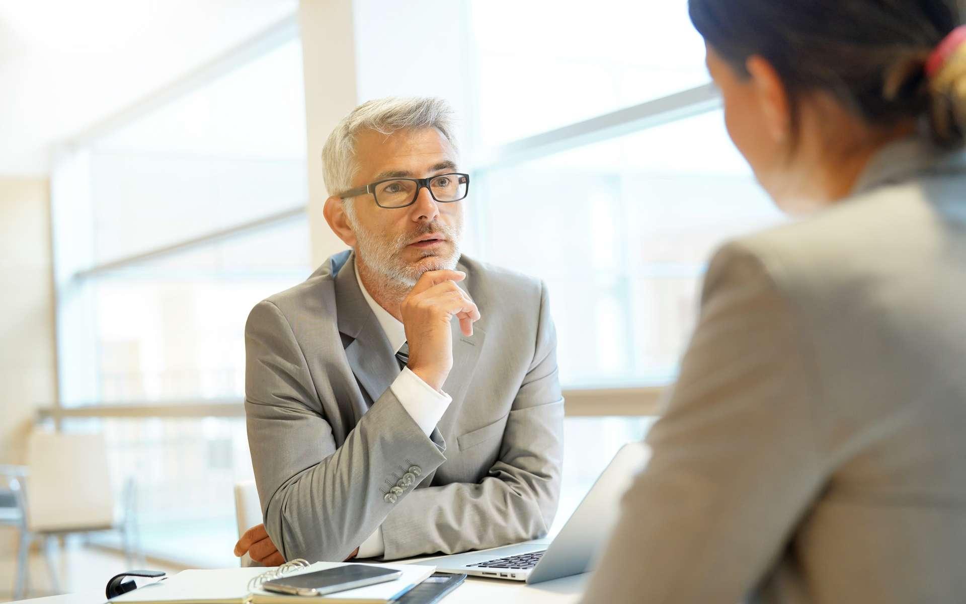 Le portage salarial permet à un consultant en innovation de profiter des avantages du statut salarié tout en conservant sa liberté de travailleurs indépendant. © goodluz, Adobe Stock