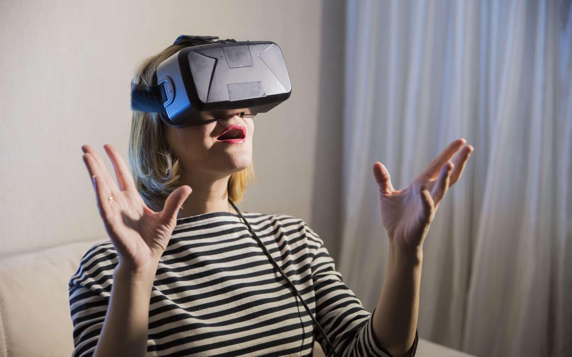 Alors que les casques de réalité virtuelle s'apprêtent à déferler, la prochaine étape sera de rendre l'expérience plus vivante en proposant des interfaces sensorielles qui restitueront notamment le sens du toucher. C'est ce que propose le capteur Orion de Leap Motion. © Denis Simonov, Shutterstock