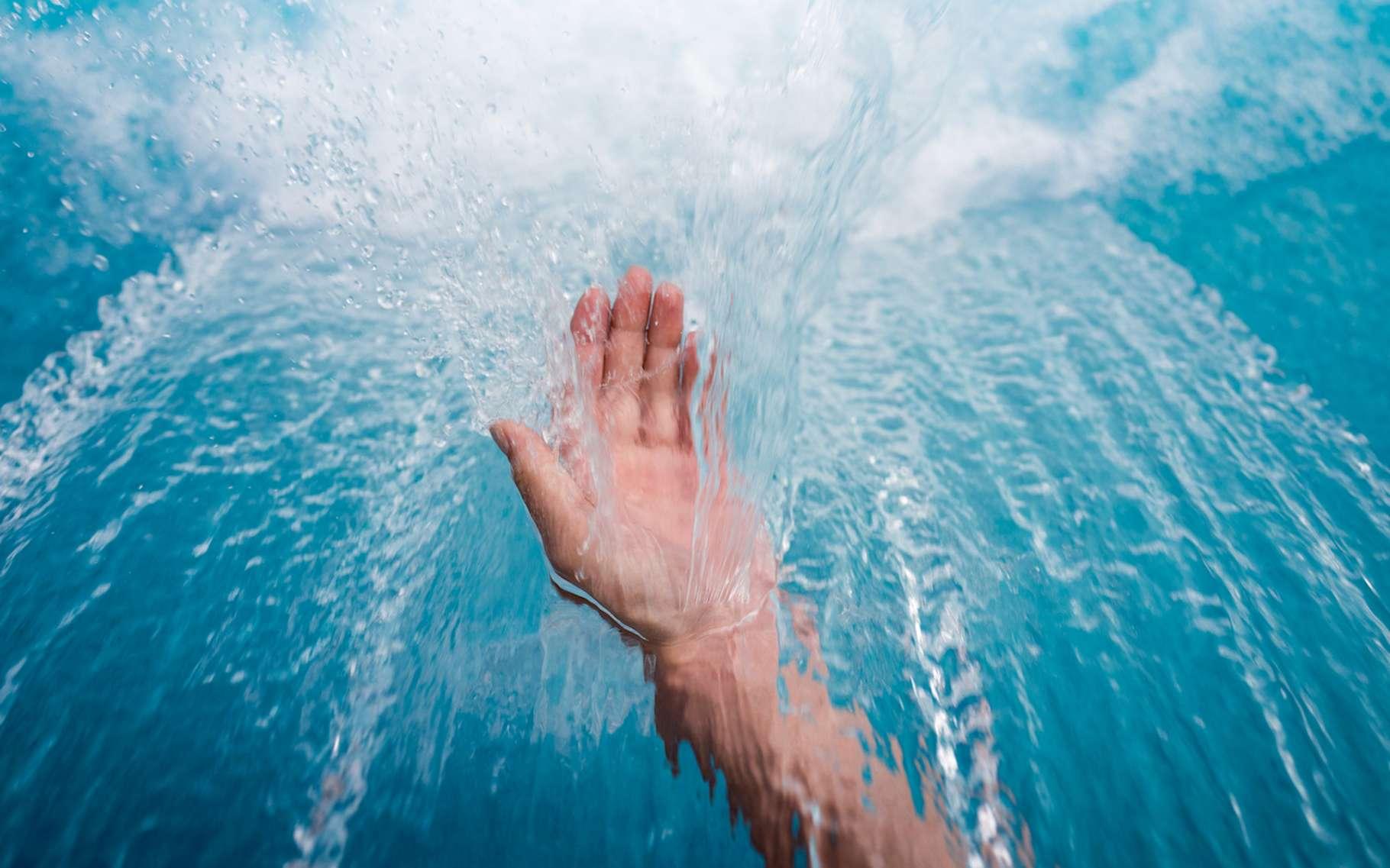 La balnéothérapie peut aussi bien viser un effet thérapeutique qu'un simple effet de détente et de bien-être par un bain d'eau douce. © JackStock, Fotolia