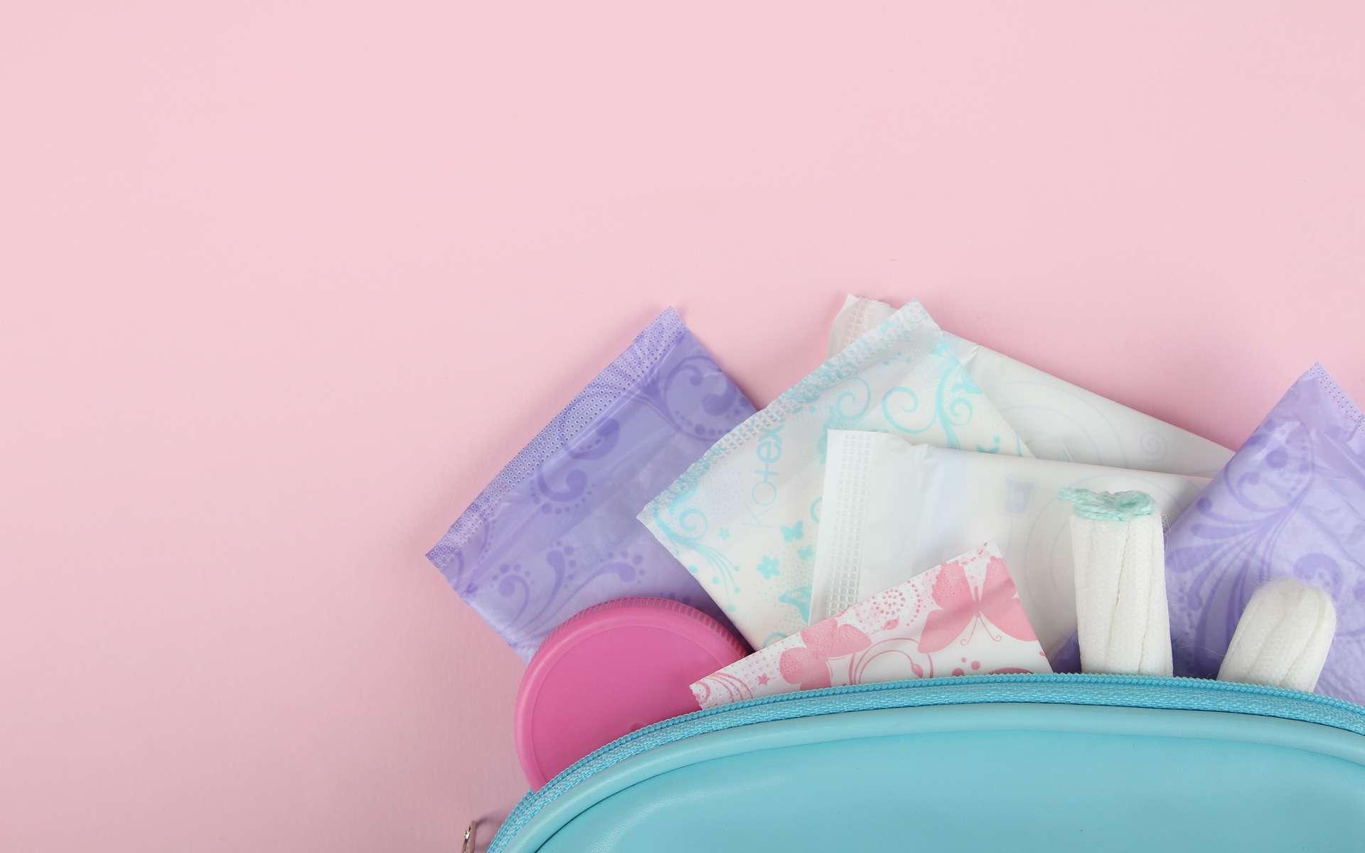 Les serviettes jetables et tampons sont à usage unique et non recyclables. © Studio KIVI, Adobe Stock