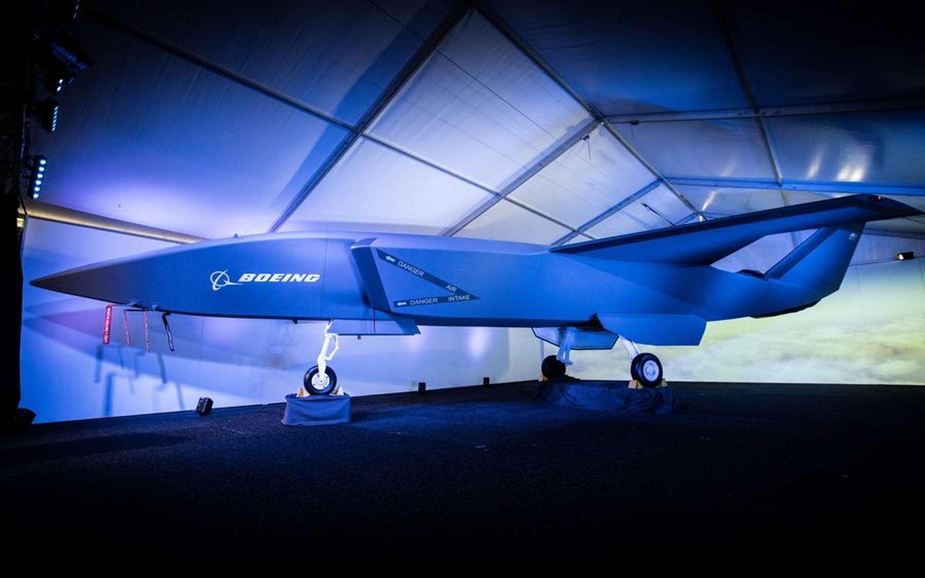 Le concept Loyal Wingman du projet Airpower Teaming System est un véritable drone de chasse boosté à l'IA pour pouvoir voler de façon semi-autonome à proximité d'avions de combats. © Boeing