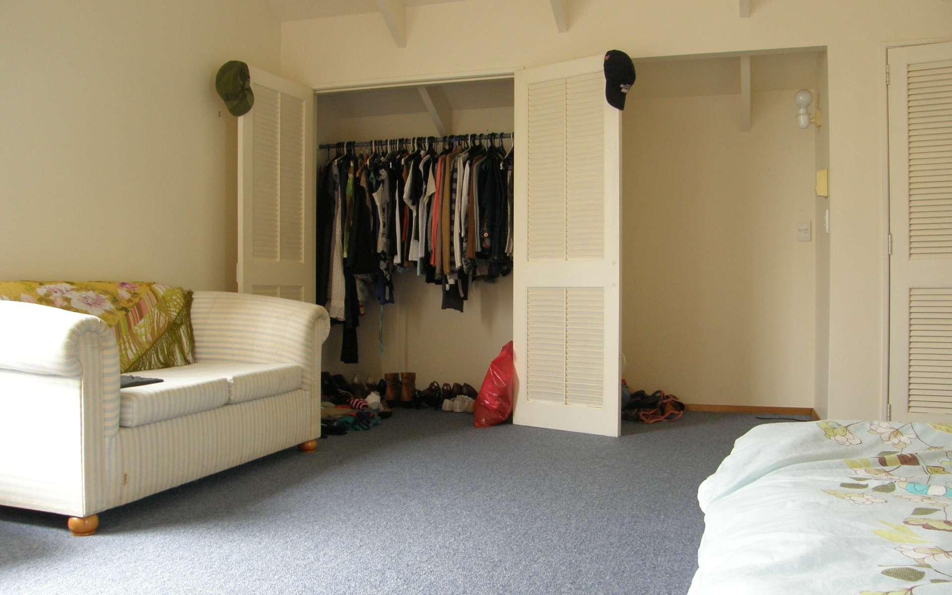 Un dressing dans les combles permet de valoriser un espace souvent perdu. © amysphere, Flickr, CC BY 2.0