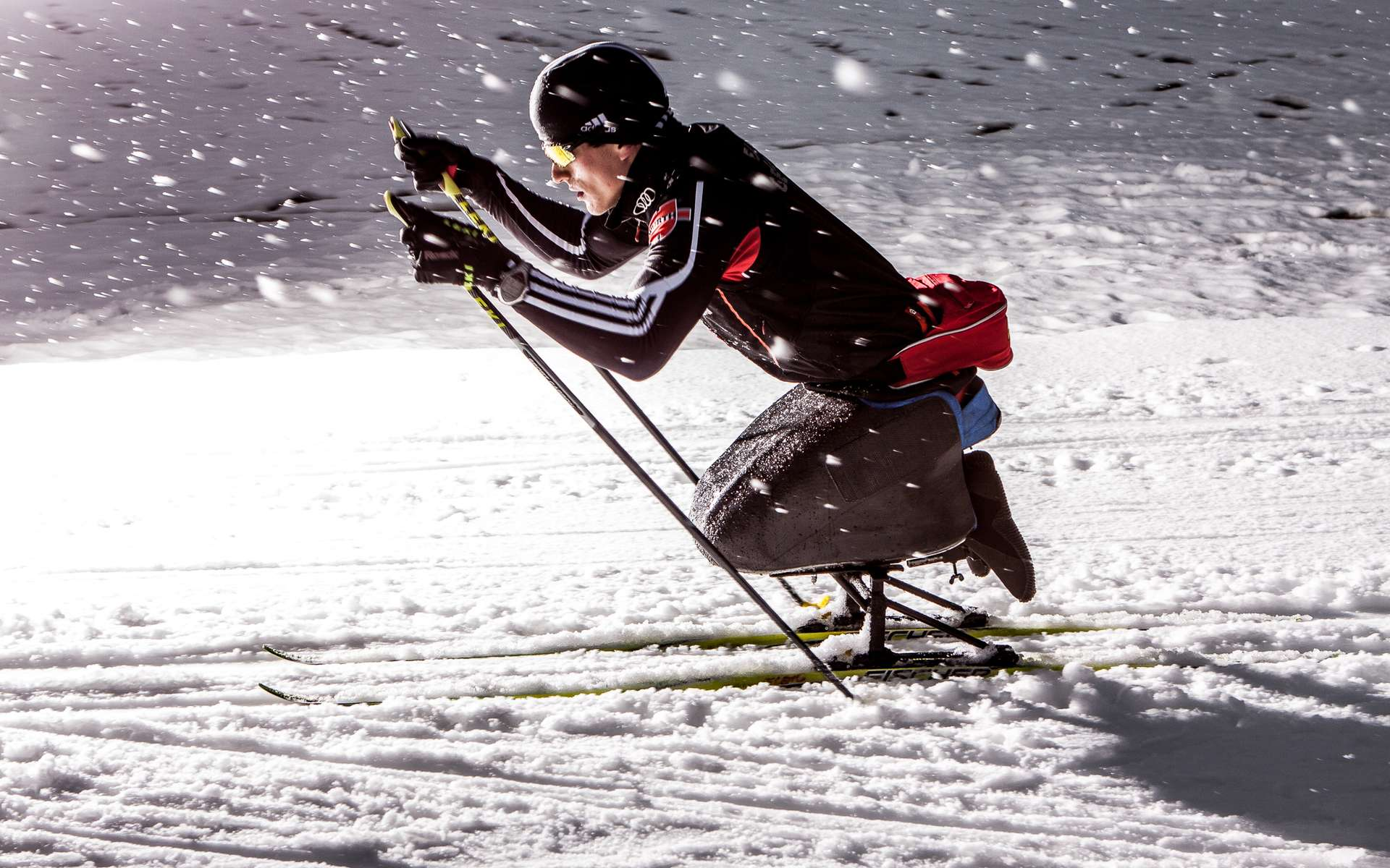 Martin Fleig se déplace en fauteuil roulant sur le sol… ou en skis assis sur la neige. Le siège qu'il emportera aux Jeux paralympiques de Sotchi (du 7 au 16 mars) a été conçu spécialement pour lui par impression 3D. © Ruben Elstner, MikroTribologie Centrum μTC