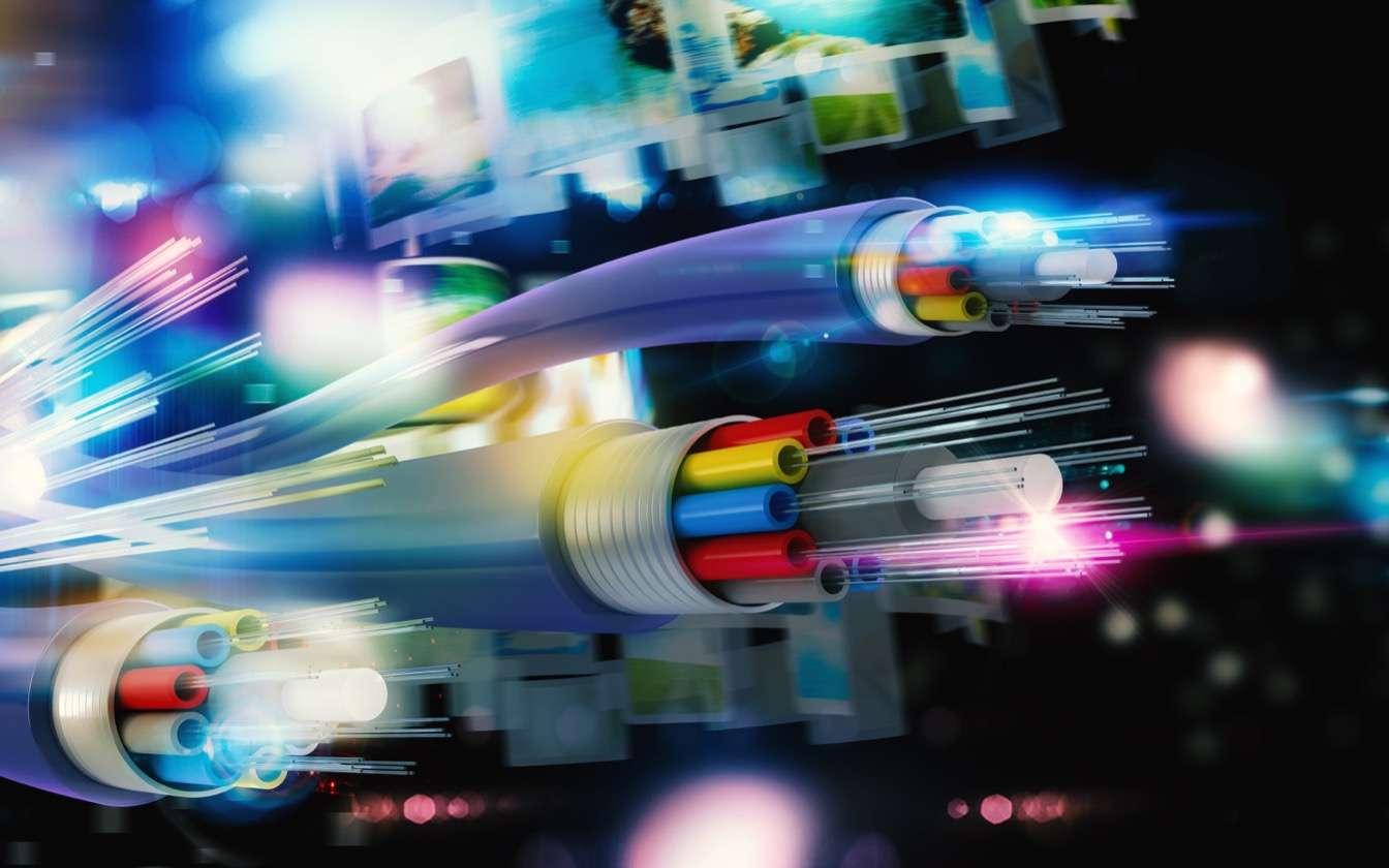 100% des foyers devraient être couverts par la fibre optique d'ici 2025. © Alphaspirit, Adobe Stock