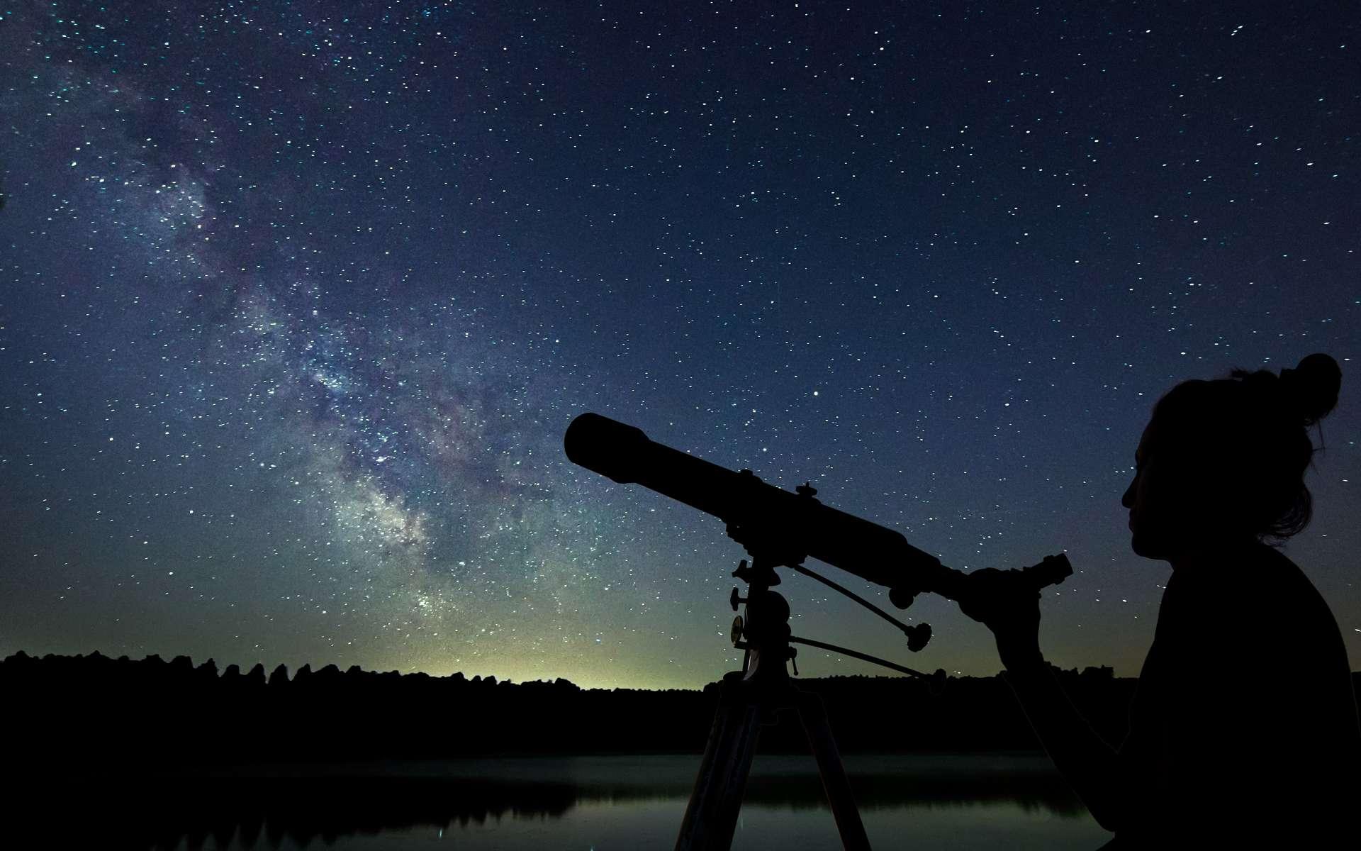 Les Nuits des étoiles marquent une magnifique occasion d'observer le ciel nocturne et d'échanger avec des personnes passionnées. © allexxandarx, Adobe Stock