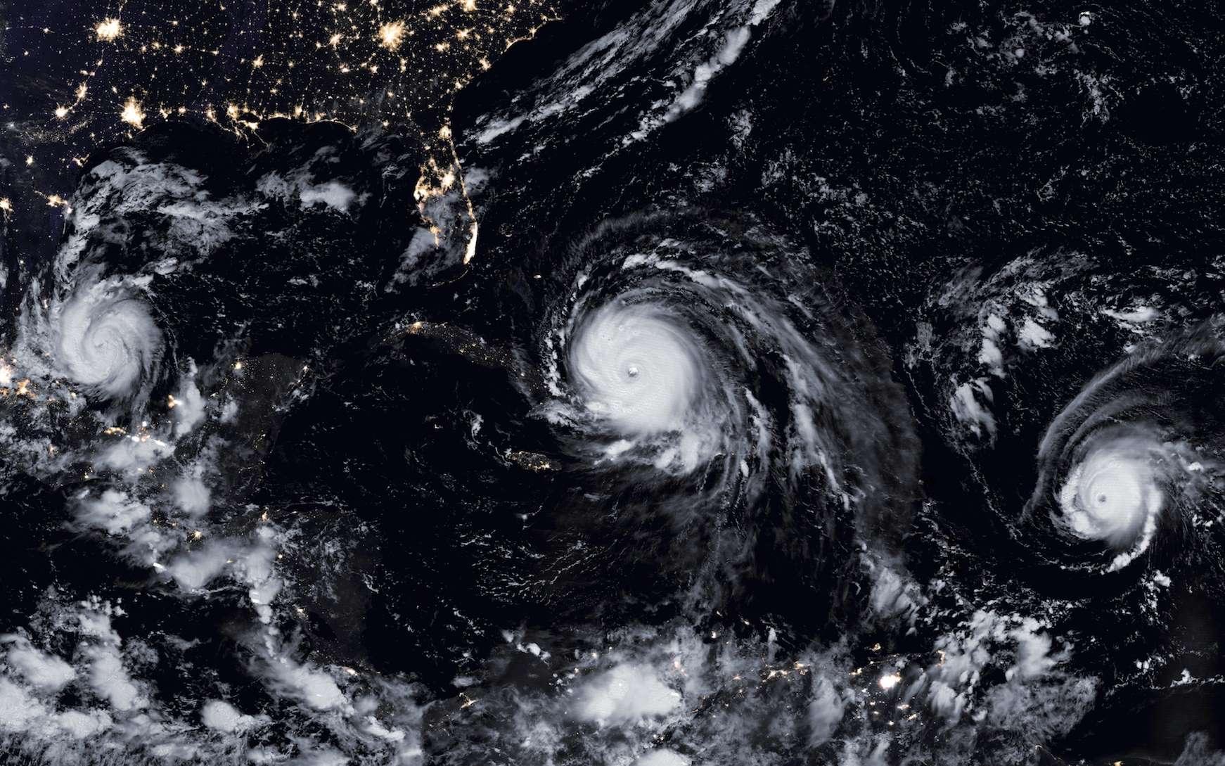Trois ouragans au-dessus de l'Atlantique, le 8 septembre 2017 : Katia, dans le golfe du Mexique, Irma et José. Irma, qui a dévasté de nombreuses îles des Caraïbes, est l'un des plus puissants, si ce n'est le plus puissant, des ouragans jamais enregistrés. © Nasa Earth Observatory