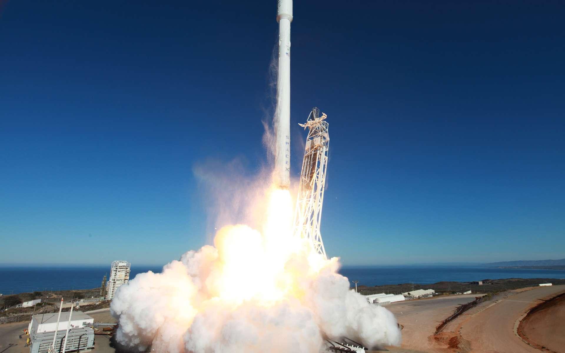 Avec une cinquantaine de satellites à lancer, le calendrier de SpaceX est très chargé. Le nouveau lanceur Falcon 9, s'il tient ses promesses, sera utilisé pour lancer deux satellites en orbite de transfert géostationnaire (GTO) en 2013, dont SES-8, et au moins cinq en 2014. © SpaceX