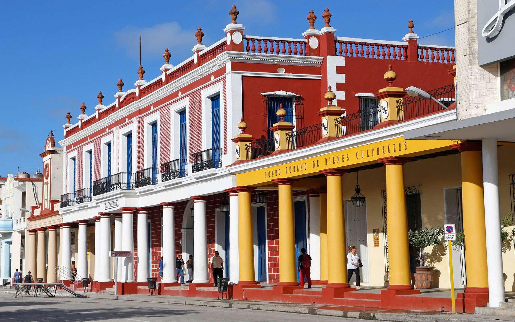 les maisons cubaines sont particulièrement colorées, comme ici, à Camagüey. © Antoine, DR