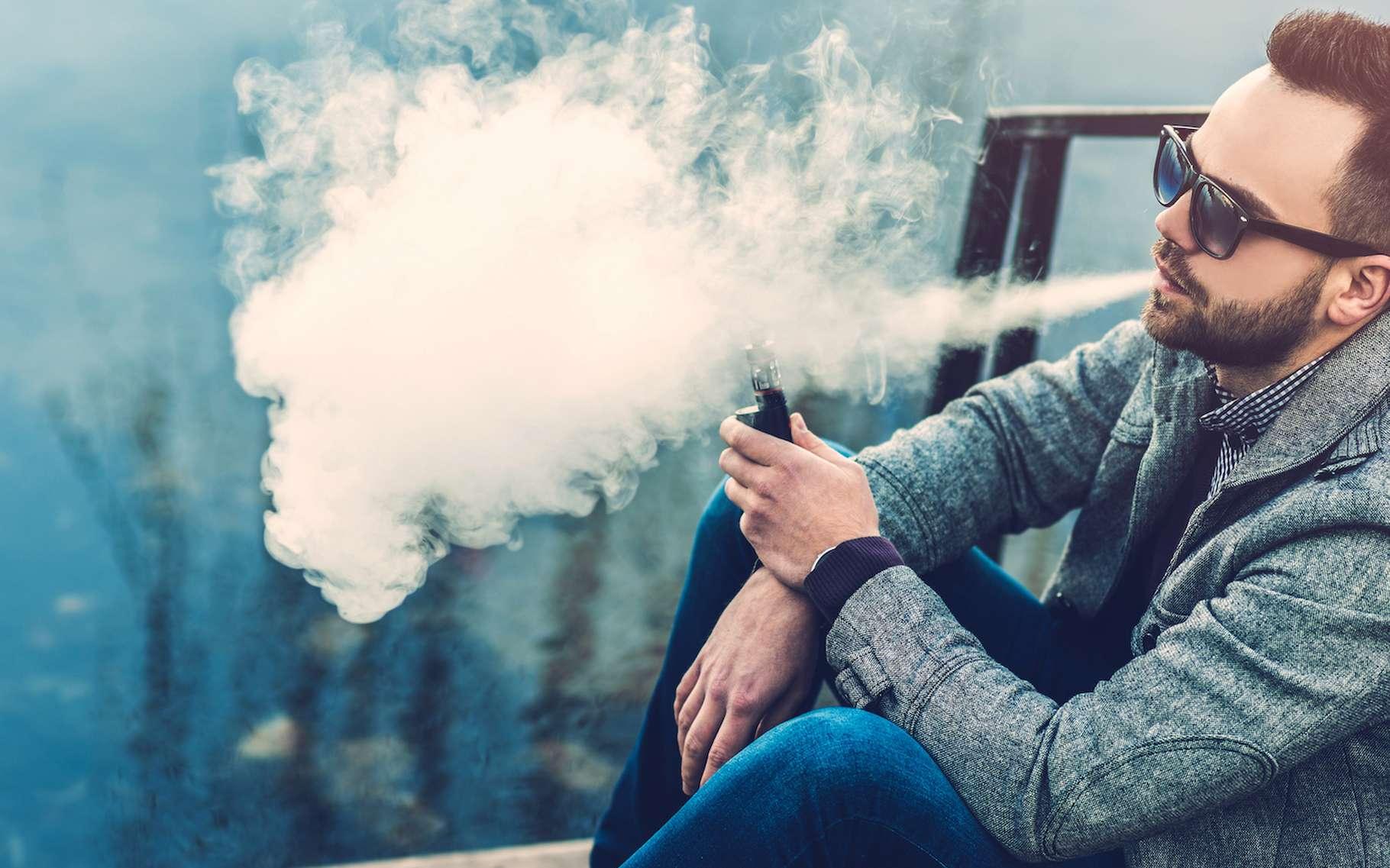 L'objectif du Mois sans tabac est d'inciter les fumeurs à arrêter de fumer pendant au moins 30 jours. Parmi les solutions pour les aider : le vaporisateur personnel. © bedya, AdobeStock