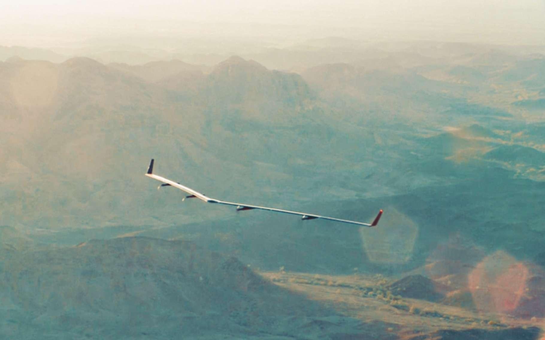 Le drone Aquila de Facebook en vol. L'envergure de l'appareil dépasse celle d'un Airbus A320. © Facebook