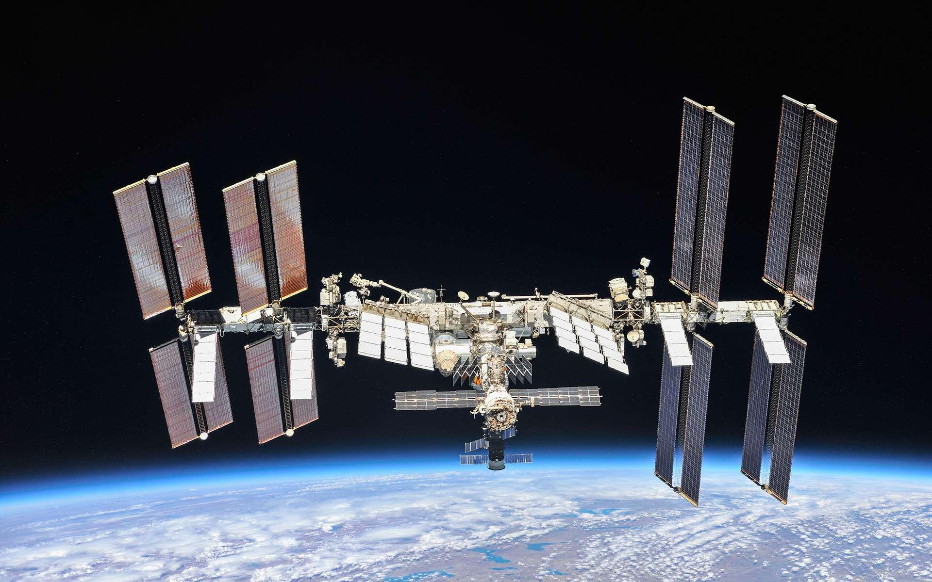 La Station spatiale internationale (ISS) dans sa configuration actuelle. Cette photo a été acquise en octobre 2018 par l'équipage d'Expedition 56, après son départ du complexe orbital pour retourner sur Terre. © Nasa