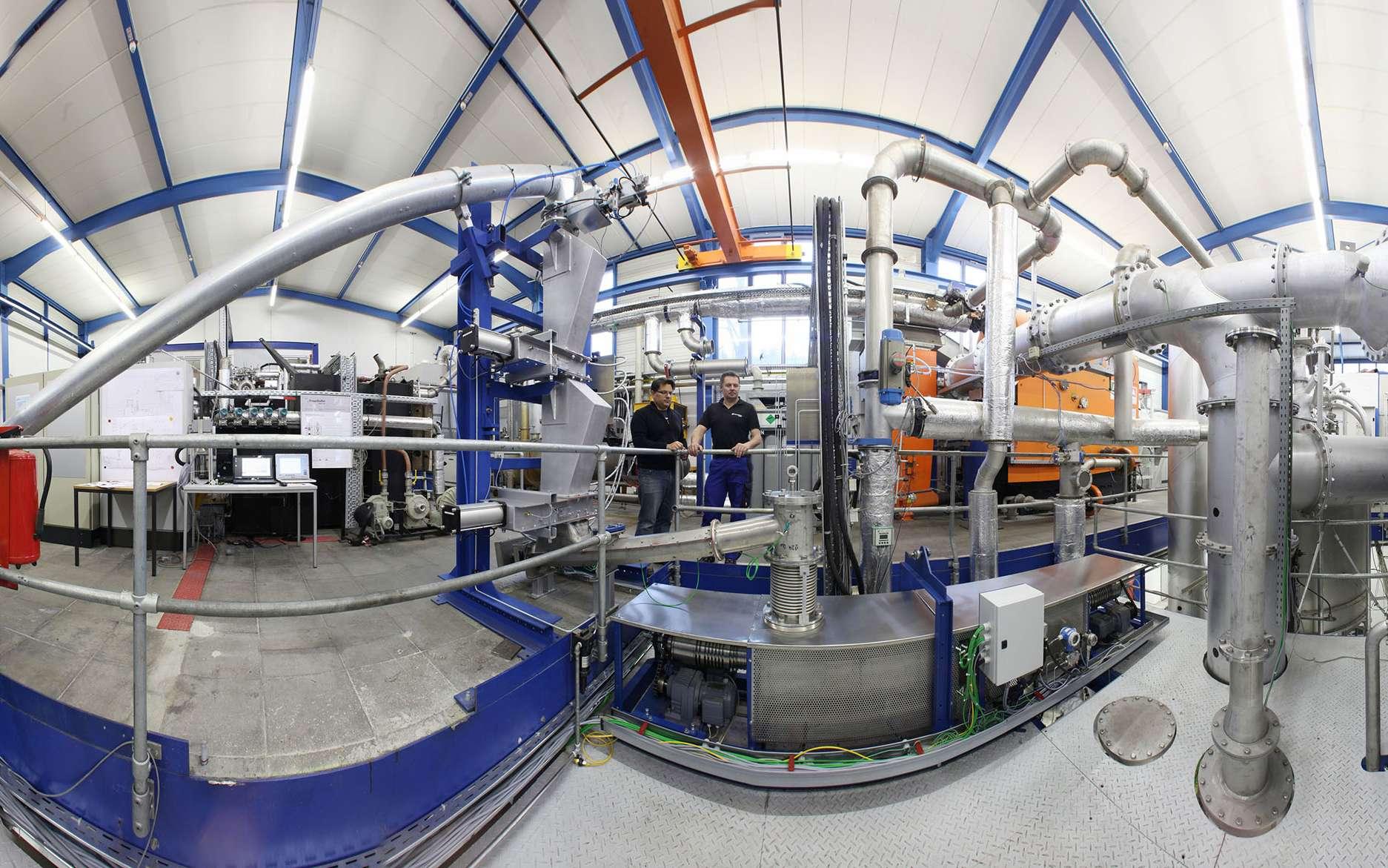 Des scientifiques allemands ont développé, à l'institut Fraunhofer pour les technologies de l'environnement, de l'énergie et de la sécurité (UMSICHT), un prototype de biobatterie qui permet une valorisation énergétique efficace de la biomasse. © Fraunhofer UMSICHT/Kurt Fuchs