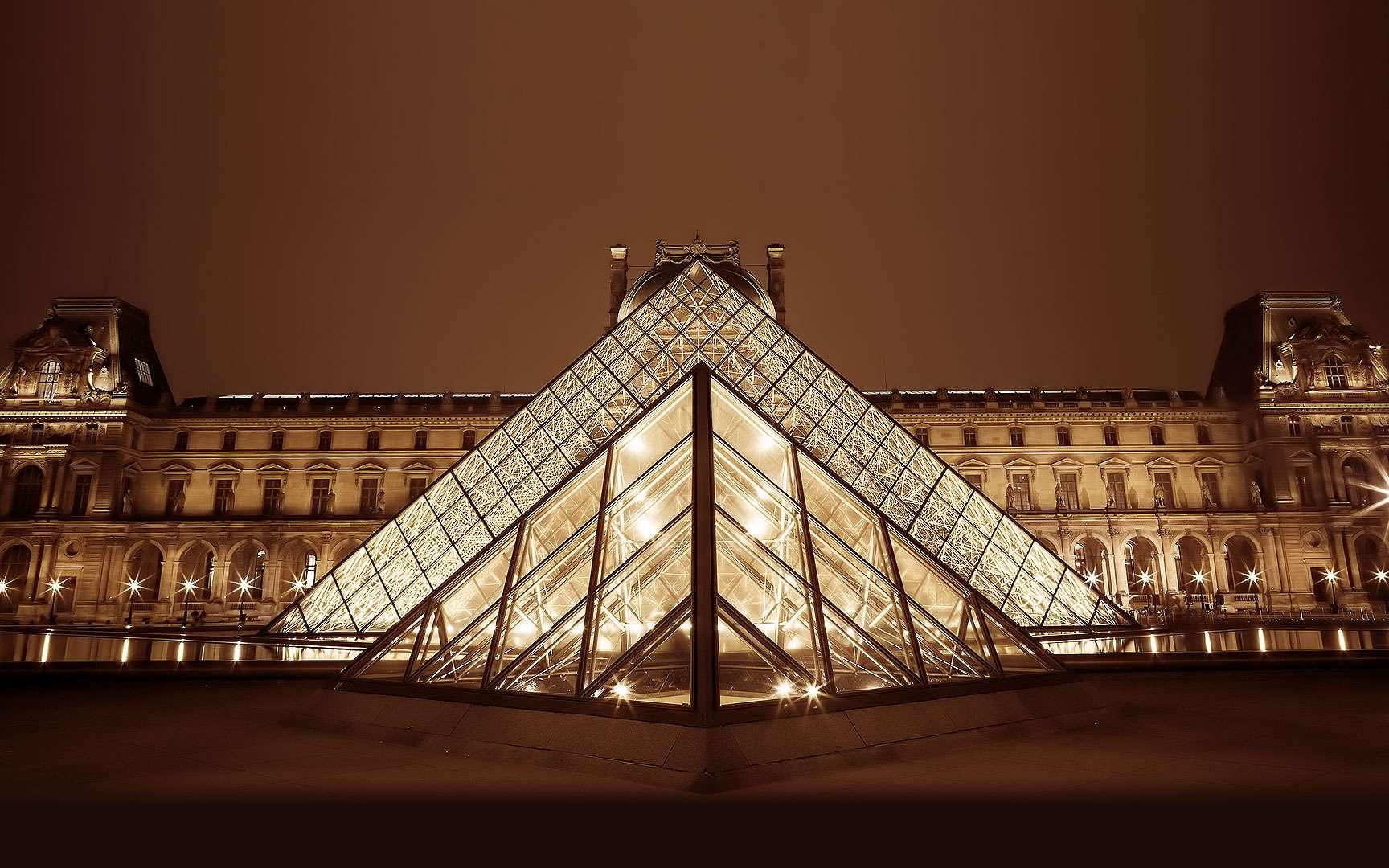 Le palais du Louvre, une ancienne résidence royale. Le Louvre est un musée bien connu qui abrite l'une des plus époustouflantes collections d'œuvres d'art au monde. Mais avant cela, il était l'une des principales résidences des rois de France. Il a été érigé comme forteresse défensive en 1190 par Philippe Auguste, puis est devenu un lieu de vie secondaire pour les rois à partir du XIVe siècle. Au fil des années, le palais du Louvre a pris beaucoup d'ampleur, avec notamment la construction de la grande galerie le long de la Seine, de la cour carrée, de plusieurs nouvelles ailes et de la pyramide. Il devint un musée en 1793. Dates de construction : 1190 (puis agrandi au fil des siècles) © Adrien Sifre, Flickr, CC by-nc-nd 2.0