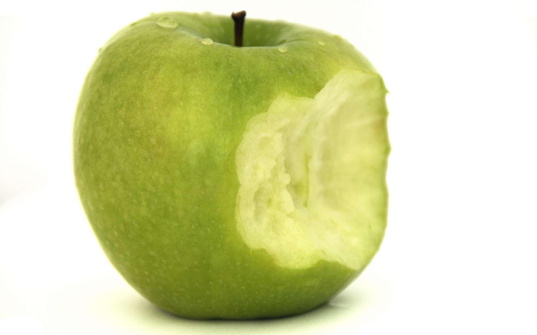 Pomme verte à croquer. © Niffylux