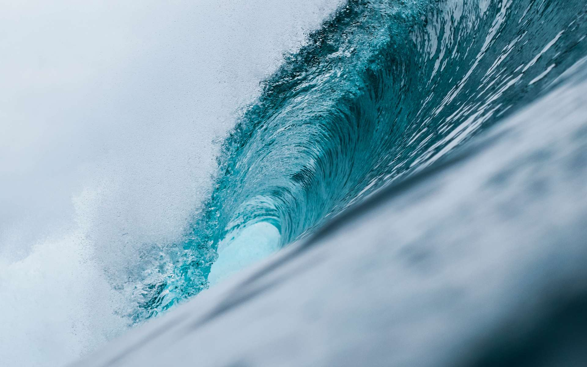 La plus haute vague. © Jeremy Bishop, Unsplash