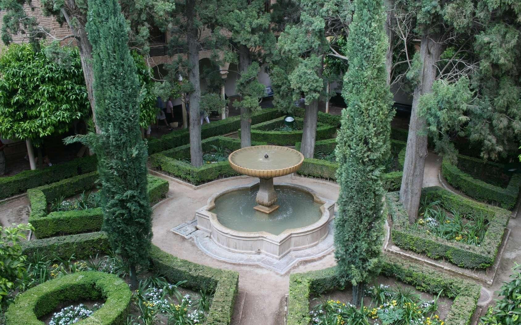 Une fontaine extérieure de jardin, ou le charme de l'eau. © Andrew Rollinger, Flickr, CC BY-SA 2.0