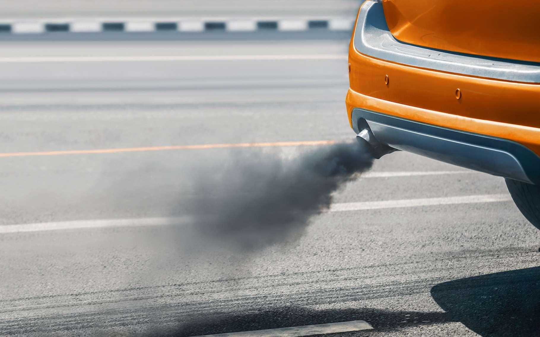 Des chercheurs de l'université impériale de Kyushu (Japon) suggèrent que nous devrions réfléchir à deux fois avant de mettre nos voitures à essence à la casse. Prolonger un peu leur durée de vie pourrait aider à limiter les émissions de gaz à effet de serre du secteur des transports. © toaSSS, Adobe Stock