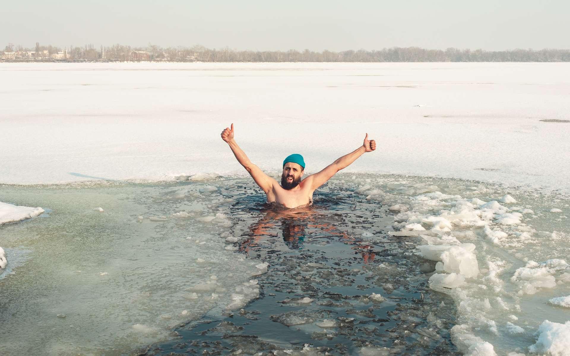 La nage en froide est très pratiquée en Scandinavie. © serguastock, Adobe Stock