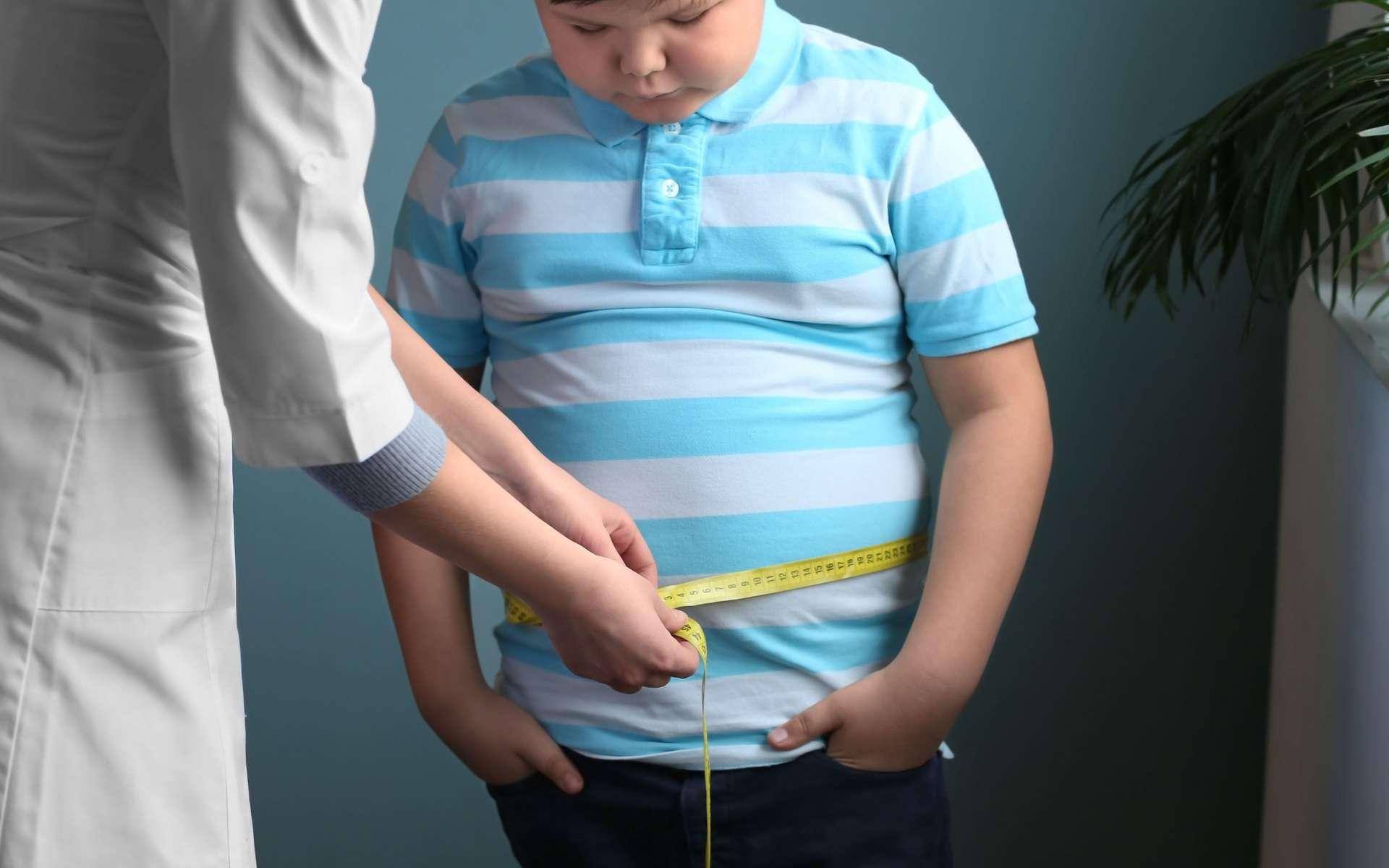 Selon plusieurs études d'observation, un risque relatif modéré mais réel existe entre obésité transitoire à l'adolescence et cancer. © Africa Studio, Adobe Stock